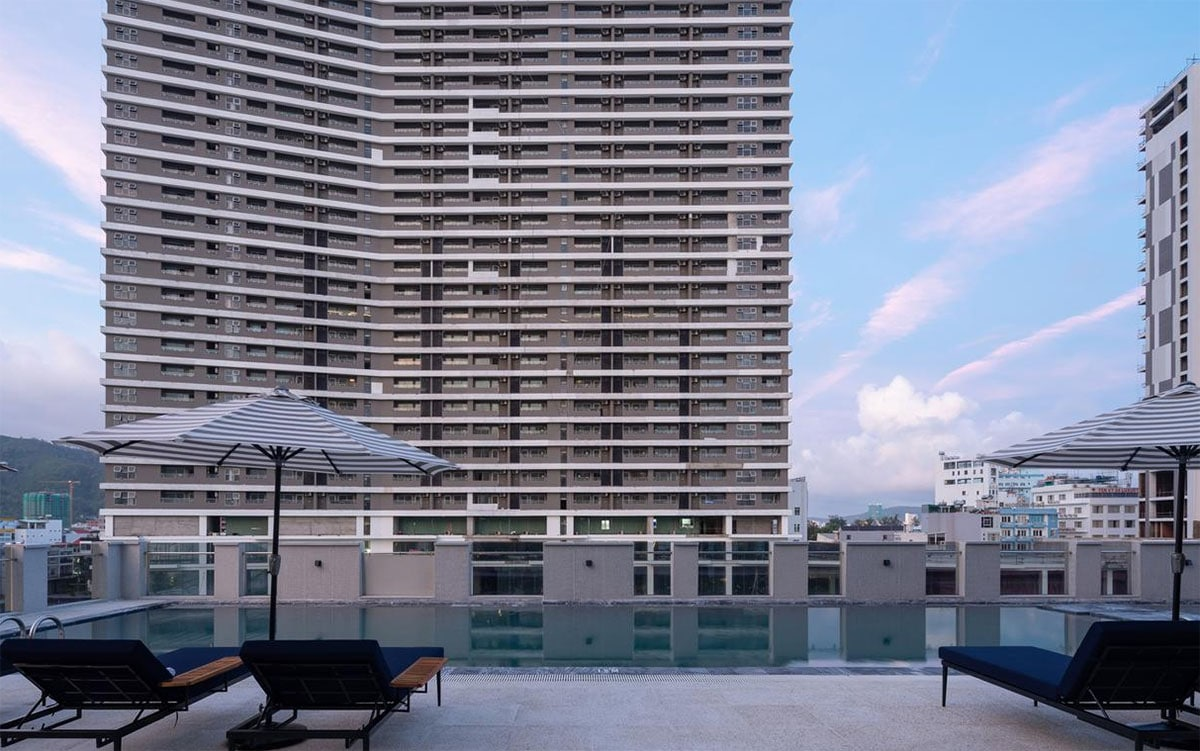 Bể bơi rộng lớn tại Anya Quy Nhơn Hotel