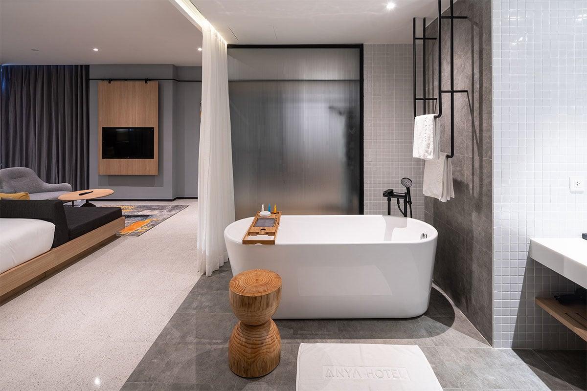 Phòng tắm với bồn tắm nằm tại Anya Quy Nhơn